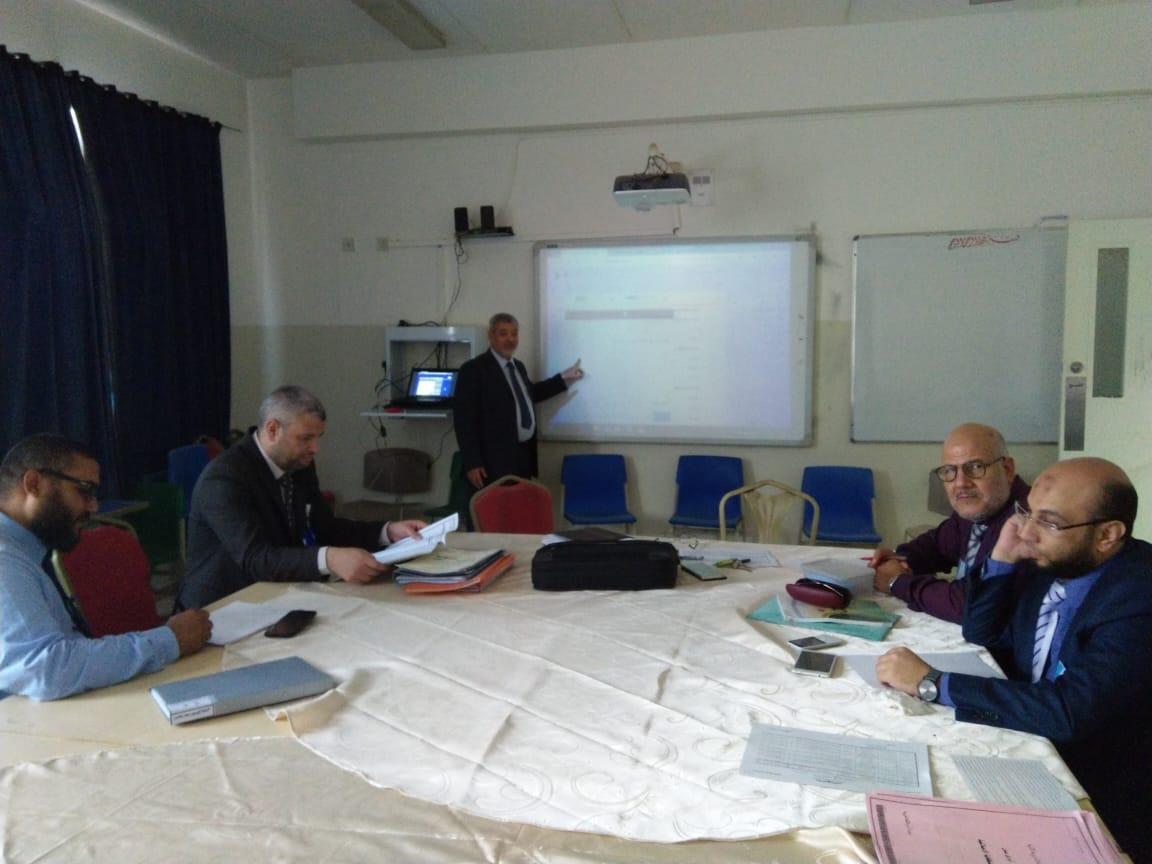 دورة تدريبية لأسرة اللغة العربية بالمرحلة الثانوية