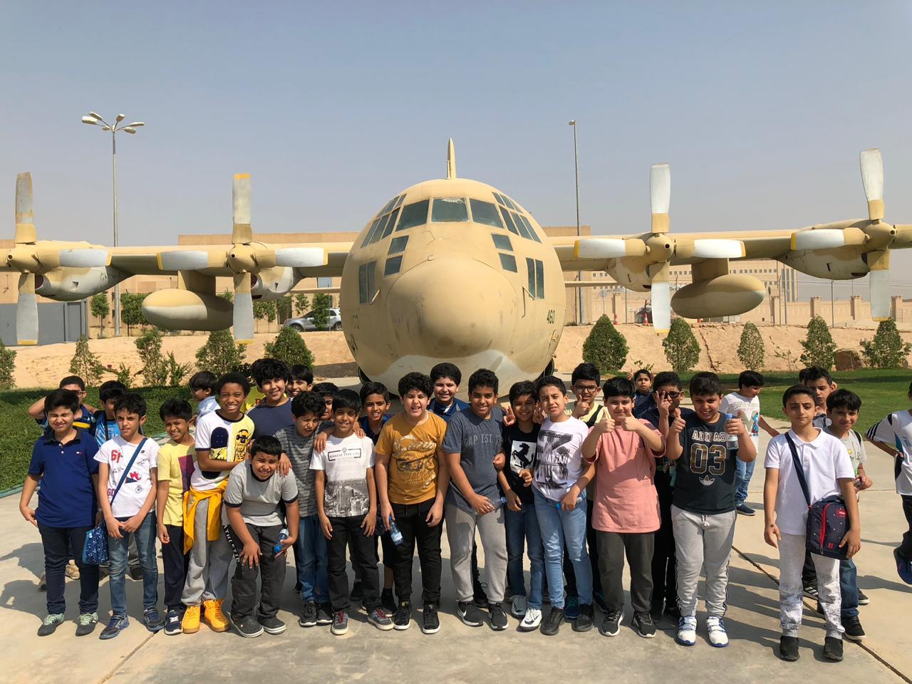 زيارة طلاب المرحلة العليا لمتحف صقر الجزيرة