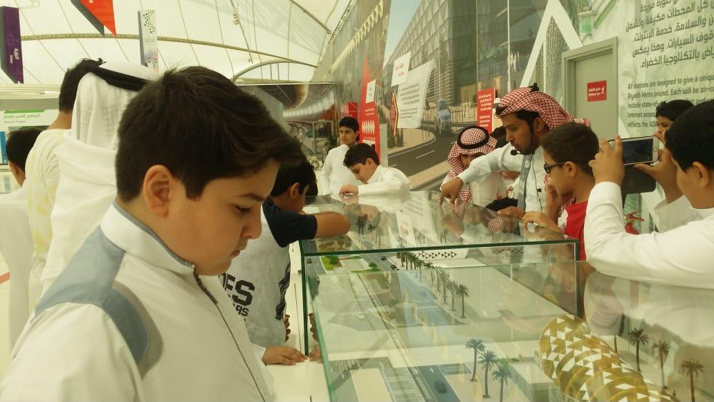 طلاب المرحلة العليا في زيارة لقطار الرياض