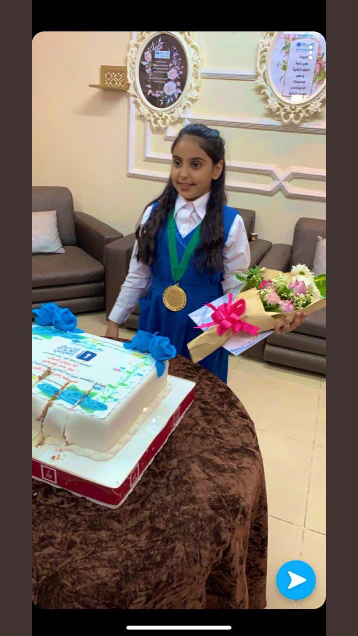 المركز الأول في مسابقة تحدي القراء العربي على مستوى الرياض .