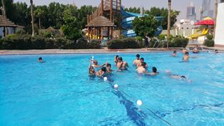 رحلة إلى نادي الشباب للألعاب المائية